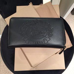 LIKE NEW BURBERRY Zip around wallet/organizer
